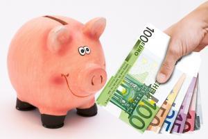 piggy bank 1047215 1280 300x200 - LINEスマート投資で気になる全ての手数料を徹底解説!運用手数料が2020年4月末まで無料って本当?