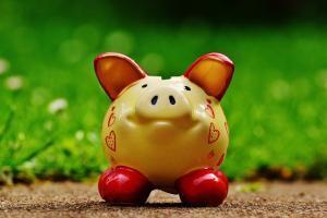 piggy bank 1429583 1280 300x200 - LINEスマート投資の途中解約は可能か?積立て金額の増額・減額・停止方法をまとめてみた。