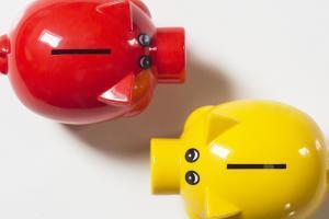 piggy bank 2945424 1280 300x200 - 【完全攻略まとめ】LINEスマート投資についての情報を全網羅したまとめ記事
