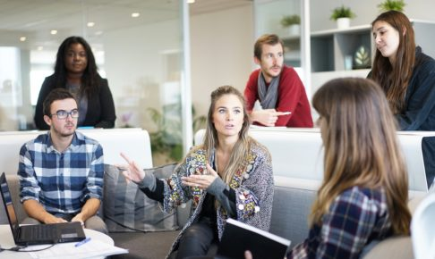 workplace 1245776 1280 486x290 - 【現役社長が教える!】共同作業やグループワークをする際にリーダーが心得るべきこと