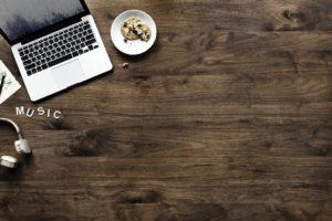 wood 3219267 1280 300x200 - ニートがブログ運営で稼ぐことは可能か?コツ・方法を徹底解説!