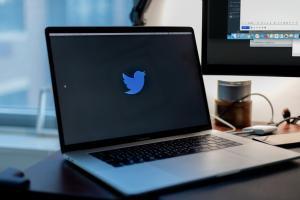 80e4e747216f49bf8ac4e018d80d4ade 300x200 - WordPressブログにTwitterのタイムラインと投稿を埋め込み表示させる簡単な方法